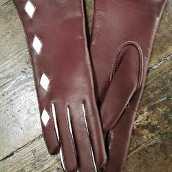La hotte du père Noël commence à se remplir. Les petits lutins de L'Atelier du Gantier ont œuvré pour vous fabriquer des gants de qualité, originaux, créés pour vous et selon vos goûts ! Merci de votre confiance ! 🎅🎁🧤  #artisanatfrancais #madeinfrance🇫🇷 #gantsmadeinfrance #gantscuir  #accessoiresdemode #gants #metiersdart #epv #entreprisedupatrimoinevivant #savoirfairefrancais #modefemme #modefeminine #modemasculine